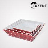 La dimensión de una variable de onda de cerámica del bajo costo coloreó tallas de las bandejas de la torta del rectángulo del esmalte