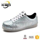 良質2016年の中国製方法スポーツの靴防水PU革LEDは人に蹄鉄を打つ