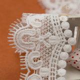 上のかぎ針編みの化学薬品のレース