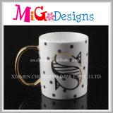 高品質のハンドルのコップが付いている陶磁器のミルクのマグ
