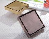 Scolo di pavimento d'ottone classico con il coperchio quadrato