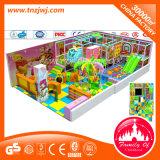 Labyrinthe d'intérieur de cour de jeu de gosses de thème d'arc-en-ciel pour le parc d'attractions