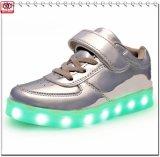 Le modèle neuf DEL de Chaud-Vente de 2016 ressorts chausse des chaussures d'enfants de chaussures de gosses