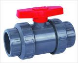 UPVC que adapta la vávula de bola, vávula de bola doble de la unión, soldadura del socket/pegamento