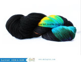 아크릴 뜨개질을 하는 털실