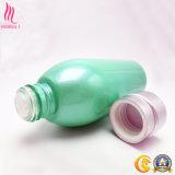 Colorido geando o frasco de vidro para produtos famosos dos cosméticos