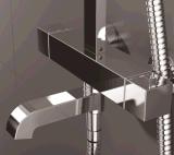 Misturador termostático fixado na parede do chuveiro com plataforma