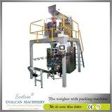 Sacchetto della farina da 1 chilogrammo che pesa macchina per l'imballaggio delle merci con il pesatore dell'assegno