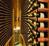 住宅のワインのキャビネットは木のホーム家具のためのワイン貯蔵室をカスタマイズする