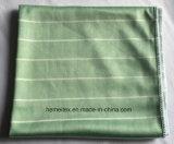 Microfiberのタオルまたはクリーニングタオルか布またはガラスタオル