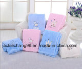 Pink Color Coral Fleece Baby Blanket com um macaco Applique