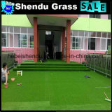 U dá forma a todo o relvado artificial da grama da cor verde para a decoração do edifício