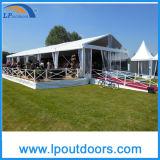 La radura superiore bianca riveste tenda foranea di cerimonia nuziale della tenda del partito di eventi