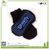 OEMデザイングリップの運動子供の足首のトランポリンのソックス