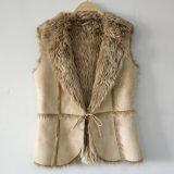 Maglia beige della pelle scamosciata del ritaglio con il rivestimento della pelliccia del Faux
