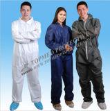 Batas impermeables del trabajador industrial con la cinta reflexiva