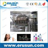 L'eau normale rinçant la machine Monobloc recouvrante remplissante