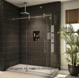 強くされた浴室のシャワーガラス