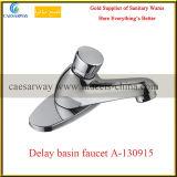 真鍮の衛生製品のタイム・ディレイ冷水の洗面器の蛇口