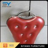 イベントのための結婚式の家具の赤い革張りのいす
