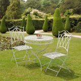 Muebles al aire libre blancos del patio del jardín