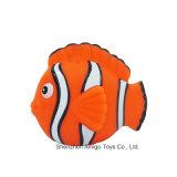 Autorizado encontrando brinquedos plásticos dos peixes do Dory de Nemo