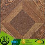 Papel de madera del grano del modelo claro