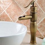 Faucet elevado de bronze antigo da bacia do banheiro da cachoeira de Flg