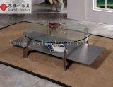 Sala de estar com mesa de mármore branco