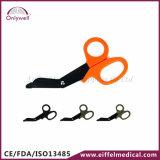 Il pronto soccorso della garza di salvataggio Emergency medico della fasciatura Scissor
