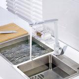 Mezclador de cobre amarillo del lavabo de la cocina de la pintura blanca del cromo