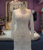 L'ajustement et la longue lumière de chemise d'épanouissement voient à travers la robe de mariage avec des Appliques