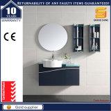 La vanidad blanca del cuarto de baño de la pintura del MDF fijó con la cabina del espejo