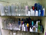 يشبع زجاجة آليّة بلاستيكيّة يفجّر آلة
