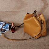 Sacchetti del barilotto delle donne della benna di disegno di modo con i ribattini