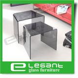 Verbogenen seitlichen Glastisch mit freiem Glasregal löschen