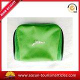 緑色の印刷のロゴの小さく装飾的な袋