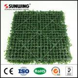 작은 플라스틱 인공적인 녹색은 정원을%s 플랜트 격자 담을 남겨둔다