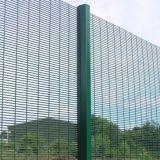 塗られたPVCは358塀を反切った