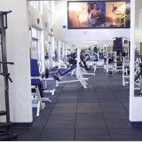 Suelo de goma reciclado respetuoso del medio ambiente de la gimnasia de los gránulos, azulejo de suelo de goma