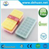 Moldes plásticos do gelo do silicone do produto comestível usando-se para fazer o gelo