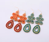 新しいパーソナリティーボヘミアのビードによってはめ込まれる女性のイヤリングの花デザイン宝石類