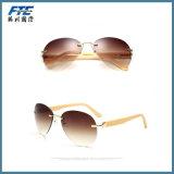 2017 Óculos de sol de moda em madeira com logotipo personalizado