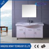 Neuer Fußboden - eingehangenes Belüftung-Spiegel-Schrank-Badezimmer