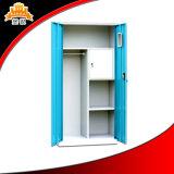 Forte guardaroba della porta a battenti con il piccolo armadio interno