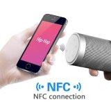 Altavoz impermeable sin hilos de Bluetooth con la radio de FM