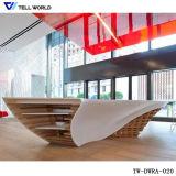 Малая изогнутая белизна осветила акриловая твердая поверхностная конструкция стола приема (TW-PART-061)