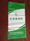 Упаковывая мешок сплетенный пластмассой с вкладышем