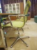 Cadeira ergonómica moderna da reunião da tela do computador do escritório