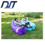 O saco de sono preguiçoso de viagem ao ar livre areja rapidamente o sofá inflável